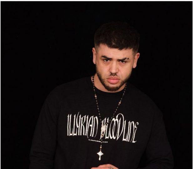 DIKUR MËSUESIT E NGELËN NË SHKOLLË/ Ja si i përshëndet Noizy sot (FOTO)