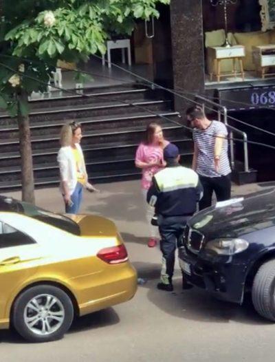AKSIDENTOHET NË ISH-BLLOK ARBANA OSMANI/  Eduart GRISHAJ i qëndron pranë (VIDEO)