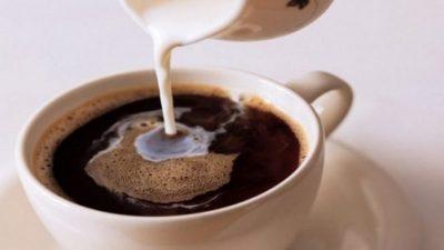 NUK I PASKEMI DITUR/ Ja 3 arsye pse duhet të hiqet dorë nga kafeja me qumësht