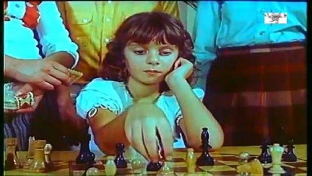 """FILMI """"2 HERË MAT""""/ Flet """"Rudina"""": Shuplaka e Bujar KApexhiut mi ka bërë sytë xixa!"""