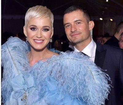 SHKONI NË HOTEL/ Orlando Bloom dhe Katy Perry fotografohen në momente intime në publik