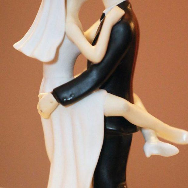 PSE NUK BËRA SEKS NATËN E PARË TË MARTESËS? Çiftet zbulojn sekretet: U zhveshëm por…
