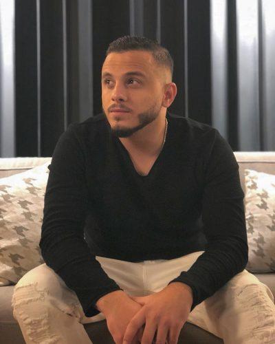 """""""NUK MË PËLQEU""""/ Këngëtari i famshëm i kthen këngën Irkenc Hykës (VIDEO)"""