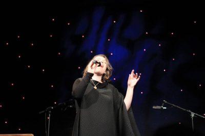PAS TUNËS/  Këngëtarja e njohur shqiptare mban koncert këtë muaj (VIDEO)