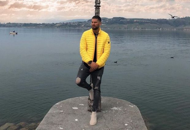 MOMENTI FANTAL/ Këngëtari shqiptar rrezikon jetën për klipin e ri (VIDEO)