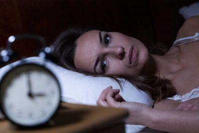 MOS E MBANI DRITËN NDEZUR GJATË GJUMIT/ Ja pse duhet të flini në errësirë