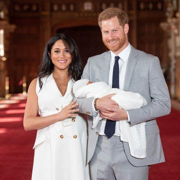 """""""ËSHTË NJË…""""/ Babi Harry merr dhuratën e parë për djalin dhe nuk mund ta fshihte gëzimin në sytë e tij"""