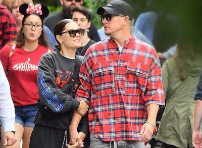 """PUBLIKOHEN MOMENTET ROMANTIKE TË TYRE/ Jessie J dhe partneri i saj kalojnë pushimet në """"Disneyland"""""""