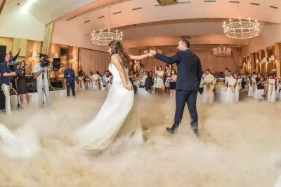 I LANË PAK PARA/ Nusja gjobit të ftuarit: E shijuat dasmën? Paguani tani (FOTO)