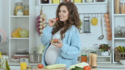 NGA PERIMET TEK…/ Çfarë ushqimesh duhet të konsumojnë gratë shtatzëna për të lindur një fëmijë të shëndetshëm