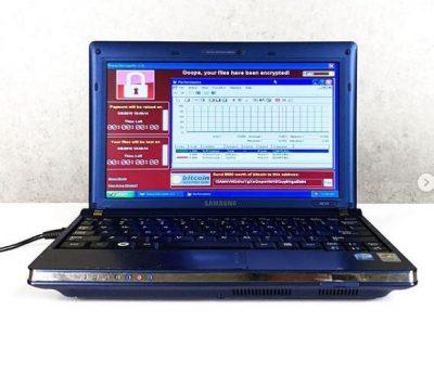 KONSIDEROHET VEPËR ARTI/ Ky laptop i vjetër po shitet me një çmim marramendës për arsyen e pabesueshme