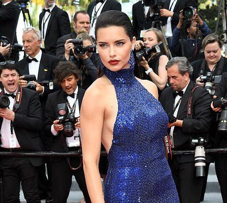 """""""NGRIHEN TEMPERATURAT NË KANË""""/ Adriana Lima shfaqet më tërheqëse se kurrë e veshur me blu"""