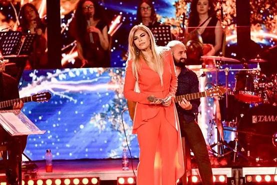 PAS KONCERTIT RECITAL/ Manjola Nallbani shpreh mirënjohjen për Elton Dedën: Qetësia ime në skenë…