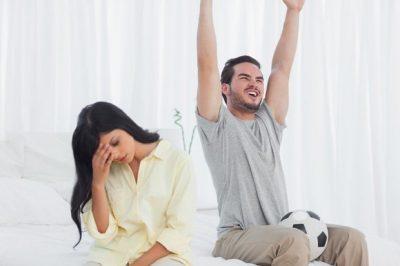 STUDIMI/ Meshkujt mendojnë më shumë për futboll sesa për seks