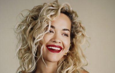 NËNË TIPIKE SHQIPTARE/ Rita Ora shkëlqeu në Festivalin e Kanës por e ëma e saj ka një kritikë për të