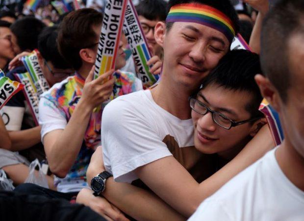 """""""VENDIMI HISTORIK""""/ Ky është shteti i parë në Azi që legalizon martesën mes gjinisë së njëjtë"""
