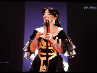 EUROVISION 2019/ Jonida Maliqi rrënqeth publikun, del VIDEO