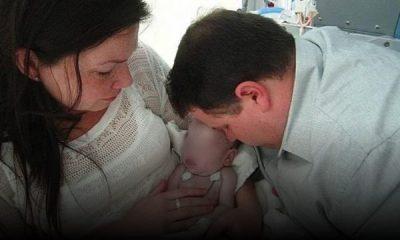 """""""UNË E MBYTA BEBEN""""/ Kjo nënë ka një mesazh të fortë pasi i vdiq fëmija"""