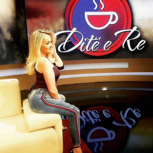 ËSHTË NË LIDHJE TË RE/ Moderatorja e famshme shqiptare konfirmon ndarjen nga bashkëshorti