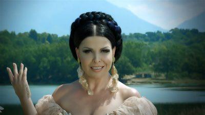 """HOROSKOPI DHE VIP-AT/ Shpërthyese dhe elektrizuese në skenë. Aurela Gaçe është një """"akrep"""" dhe e mbushur gjithë dashuri"""