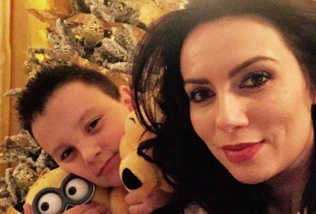 """""""NUK KA MARR NJËHERË NJË TELEFON TË RI""""/ Grida Duma flet për raportin me të birin (FOTO)"""