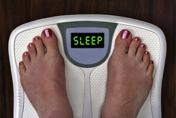 NË LUFTË ME KILOGRAMËT E TEPËRT/ Ja sa gjumë duhet të flini për të humbur peshë