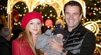 7 MUAJ ME KAJAN/ Ajola Xoxa publikon foton e ëmbël me të birin