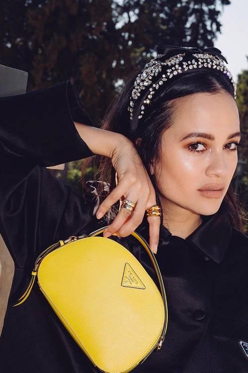 """TRENDI I MOMENTIT/  Fashionistet në mbarë botën po vishen si aktoret në serialin televiziv """"Gossip Girl"""""""