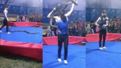 E TMERRSHME/ Pitoni mbyt performuesin në cirk përpara audiencës (VIDEO)