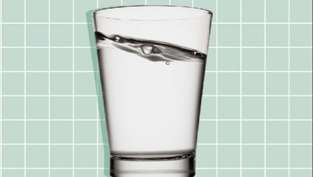 DONI TË KONTROLLONI DEHIDRATIMIN? Me siguri nuk pini shumë uje! Ja 2 mënyra te thjeshta që duhet ti dini