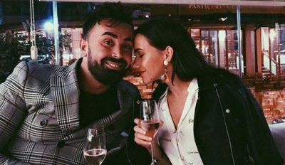 ROMANTIK SA MË S'KA/ Alfio i bën super surprizën Fatmës në vendin e punës (FOTO)