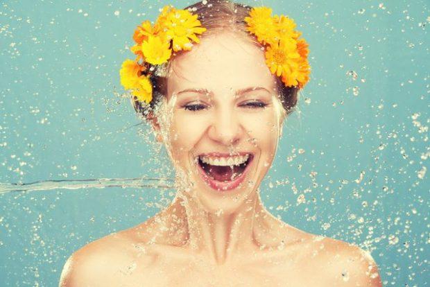 KËSHILLA NGA DERMATOLOGËT/ Si të mbajmë lëkurën e bukur dhe plot shkëlqim gjatë vapës në verë