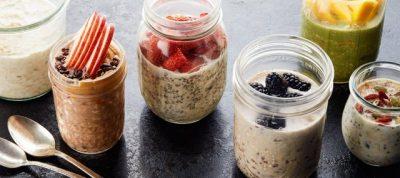 NJË KAVANOZ PLOT ME VLERA USHQIMORE/ Mëngjesi ideal që përgatitet që në darkë (VIDEO)