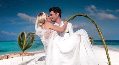 """""""ISHTE NJË NDJENJË FANTASTIKE""""/ Bënë dasmën e fshehtë në Maldive, Albani zbulon pse nuk i treguan askujt (FOTO)"""