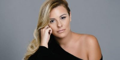 """""""KUJTUAN SE ISHTE HASHASH""""/ Anxhela Peristerin dhe këngëtarin shqiptar i ndalojnë në aeroport: I gjejnë gjethe dafine"""