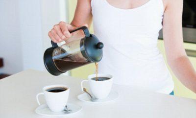 """STUDIMI I RI QË PO I HABIT TË GJITHË/ """"Nëse pini 25 kafe në ditë, nuk …"""""""