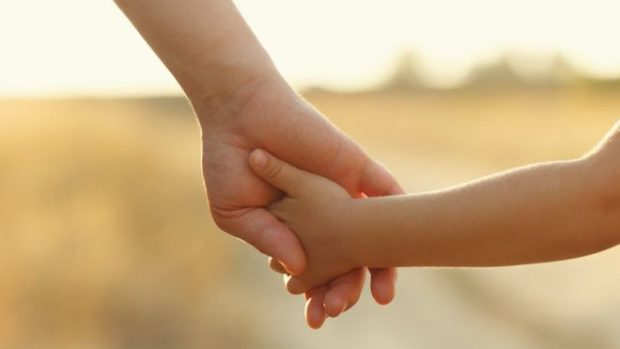PAS BETEJËS PESËVJEÇARE/ Dhuruesi i spermës fiton të drejtën e atësisë mbi vajzën 11-vjeçare