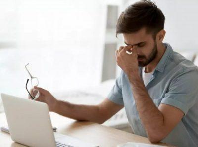 DUHET TI DINI/ 8 zakone të përditshmërisë që po ju dëmtojnë shikimin