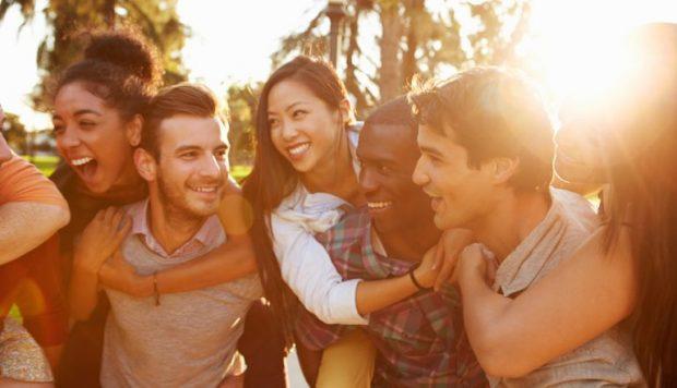 E KONFIRMON SHKENCA/ Njerëzit që dalin shpesh me miq janë më të shëndetshëm