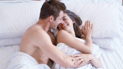 ÇUNA VËMENDJE/ Nëse ajo i bën këto 8 veprime në shtrat, ka më shumë eksperiencë se sa një mashkull