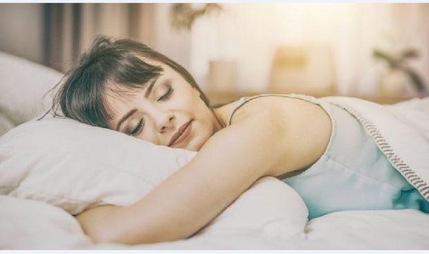 MËSOJENI TANI/ Ç'duhet të bëni sonte që të flini si mbi re!