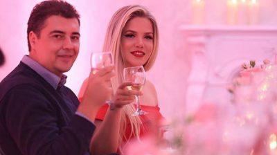 NUK I MBAJNË DOT DUART LARG NJËRI-TJETRIT/ Rezarta Shkurta dhe Ermal Hoxha në momente intime në jaht (FOTO)