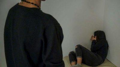 E PAZAKONTË/ Nëna prostituonte vajzën 13-vjeçare për një dush