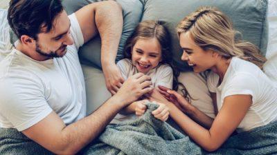 KUJDES! Shkencëtarët tregojnë se gudulisja mund të jetë e dëmshme për fëmijët