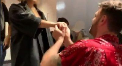 SA ROMANTIKE/ Këngëtarja shqiptare merr propozim për martesë (VIDEO)