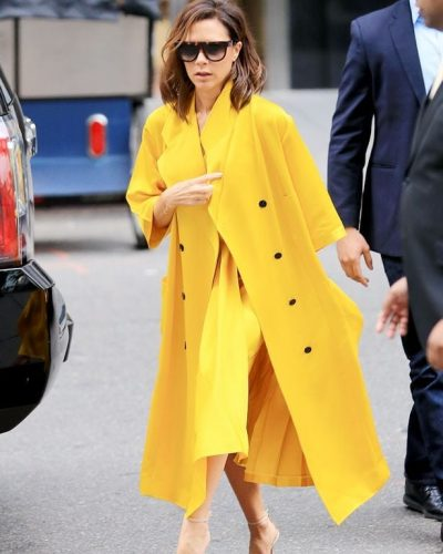 TRENDI MË I RI I VIP-AVE/ Victoria Beckham vesh këpucë 2 numra të mëdha