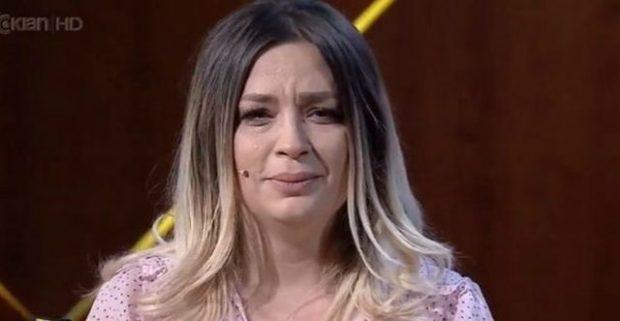 """""""NUK JAM E LUMTUR""""/ Nuk përmbahet më Rozana Radi, nis të qaj hallet publikisht (FOTO)"""