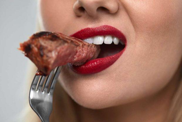 STUDIMI/ Ky është rreziku që ju vjen nga konsumimi i tepërt i mishit të kuq