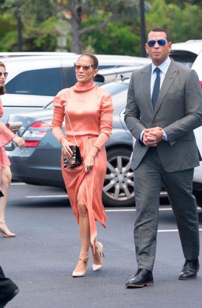 VAJZA,SOT MERRENI PUSHIM/ Jennifer Lopez përdor korse. Fotot e nxjerrin zbuluar