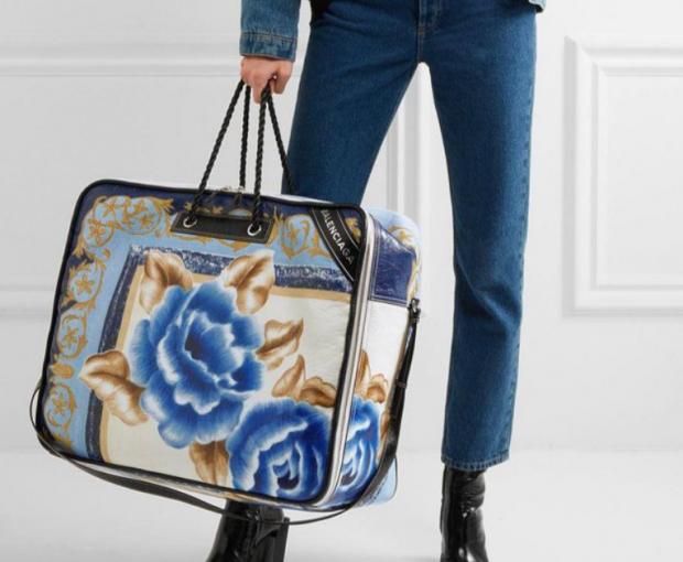 """KONTROLLONI NË DOLLAPIN E JORGANËVE/ Aty do të gjeni një model të çantave """"IN"""" të momentit"""